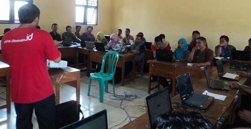 Kelas Pengelolaan Website Desa dalam Lokakarya Desa 2.0 Wilayah Cilacap