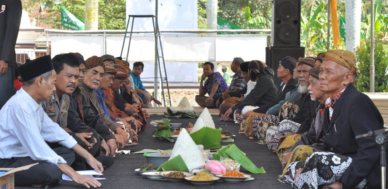 makan bareng festival budaya nusantara di desa kalikudi