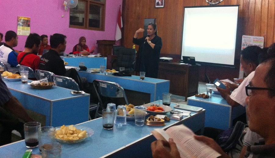 wahid institute promosikan pelayanan publik non diskriminatif dalam sekolah desa membangun di desa ajibarang wetan banyumas