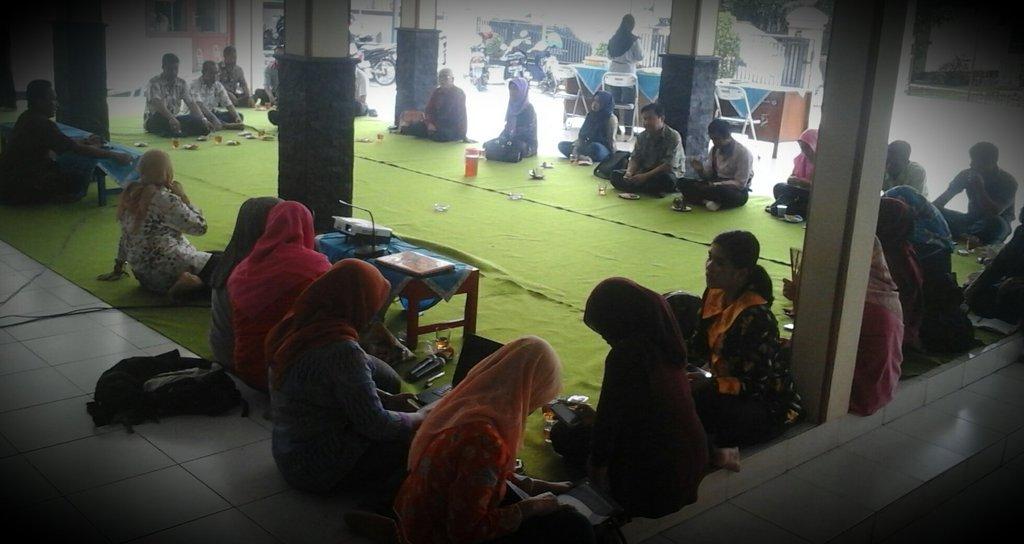 workshop merancang kebijakan perlindungan warga desa yang bekerja di luar negeri desa sebagai basis migrasi aman desa banjaranyar sokaraja gedhe foundation gerakan desa membangun